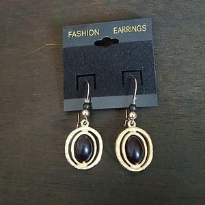 Jewelry - 5 for $25🤩 Gold tone hook earrings